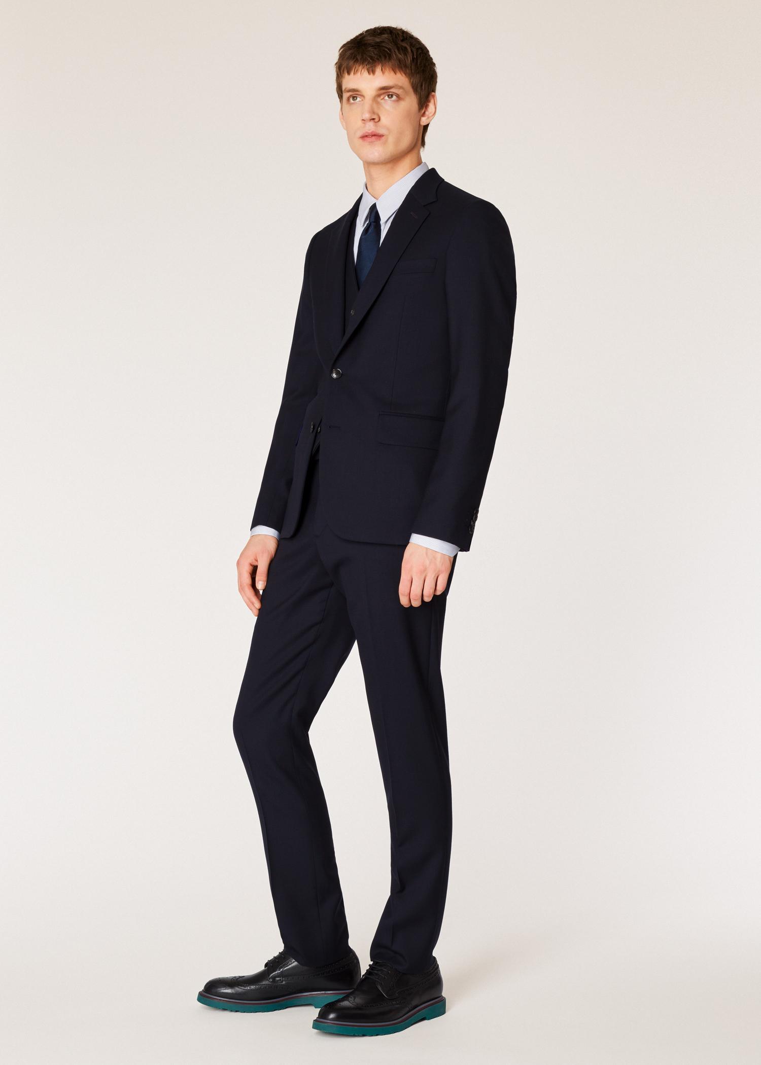 Le Soho - Costume Homme  A Suit To Travel In  Bleu Marine En Laine ... 2eedf9edff3