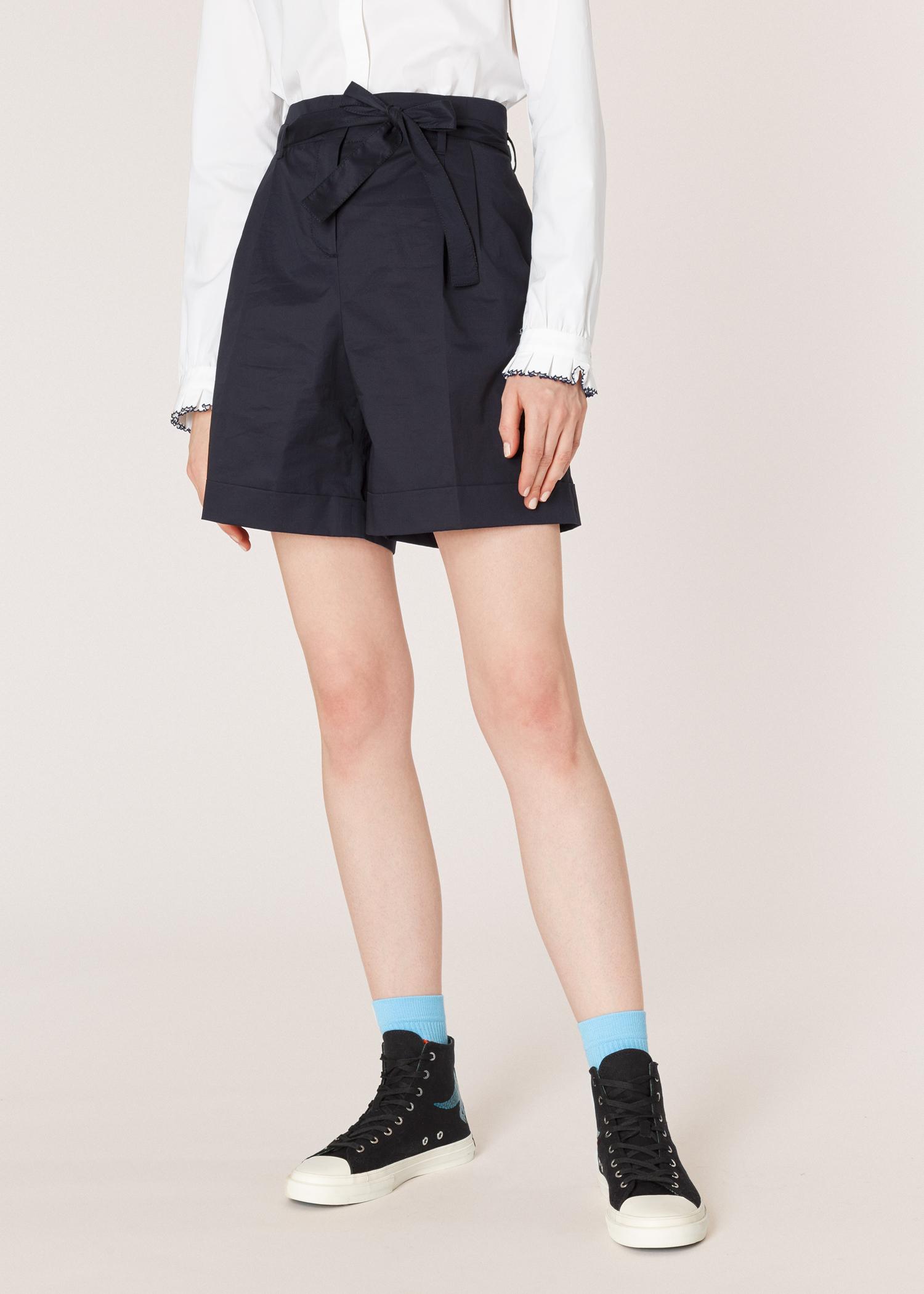 Vue mannequin face zoom - Short Femme Bleu Marine Foncé Plissé Avec  Ceinture En Popeline De 3f4605b8ac3